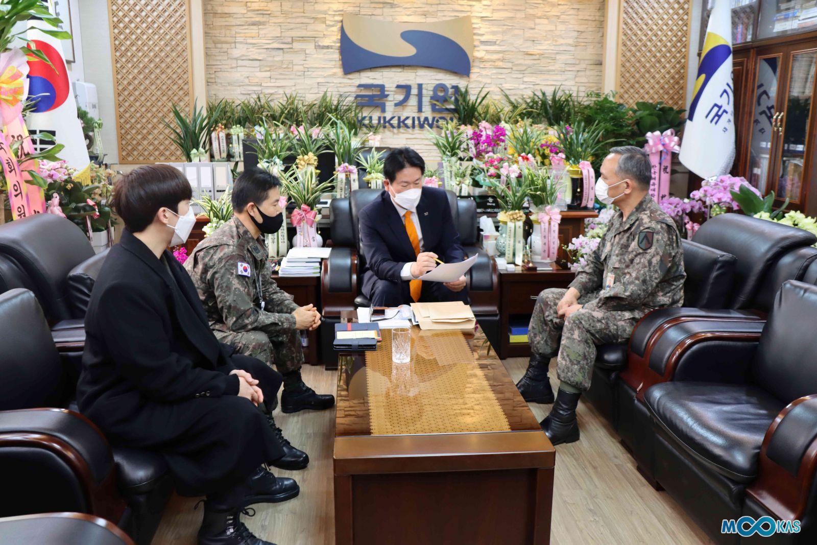 <a href='/news/17880'>[포토] 이동섭 국기원장, 군(軍)에 태권도 보급 강화해야!</a>